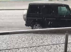 Крупный град обрушился на Ессентуки и попал на видео