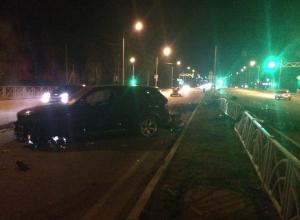 Водитель BMW на скорости влетел в забор в Ставрополе