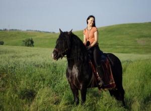 Я счастлива, когда вижу улыбки и успехи детей с ДЦП, - руководитель конного клуба Олеся Шепилова