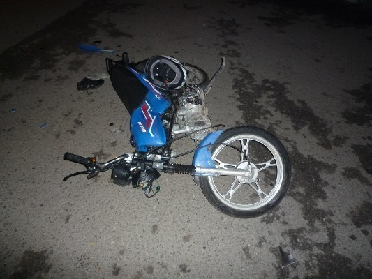 На Ставрополье таксист сбил парней на мотоцикле