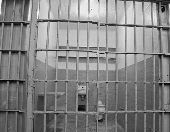 Сотрудники полиции избили задержанного по административному нарушению мужчину