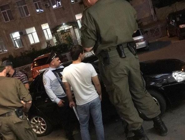 Загадочный гигантский полицейский на фото поразил жителей Ставрополя