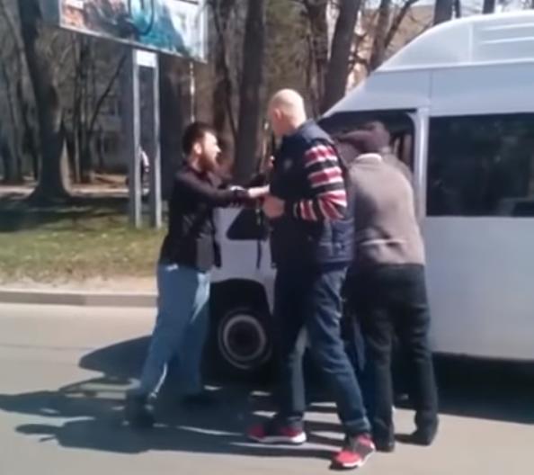 Ставропольские водители маршруток подрались на дороге