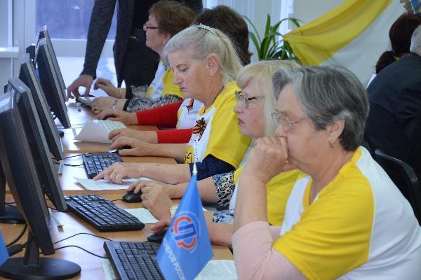 «Ростелеком» во Владикавказе и Ставрополе поддержал турнир по компьютерному многоборью среди пенсионеров