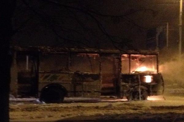 Пассажирский ПАЗик сгорел дотла в Ставрополе