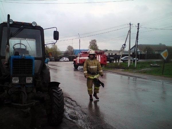 НаСтаврополье лишённый прав шофёр легковушки столкнулся страктором