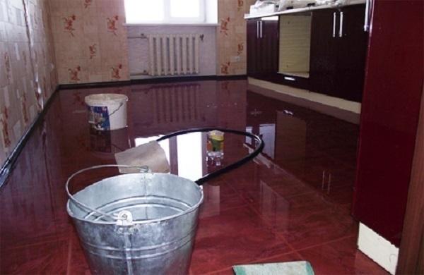 Дождь лился на кровати жильцов многоэтажки после капремонта в Ставрополе