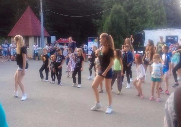 Благотворительный танцевальный марафон собрал ставропольцев в городском парке