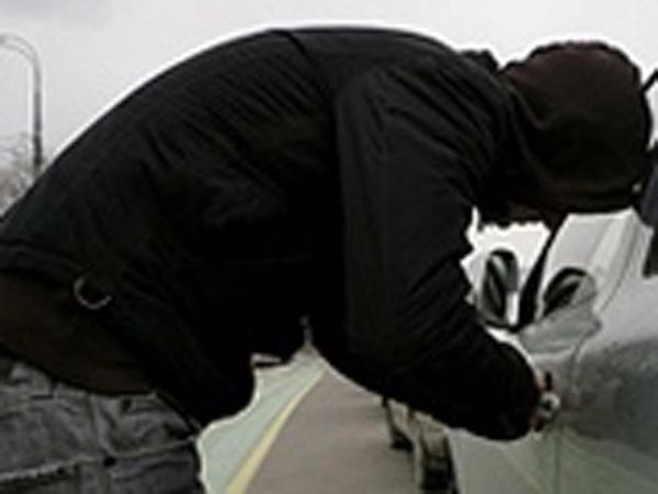 Работник СТО угнал иномарку клиента вБуденновске