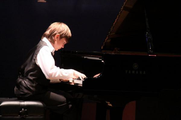 Пианист изсела наСтаврополье победил вконкурсе молодых музыкантов «Щелкунчик»