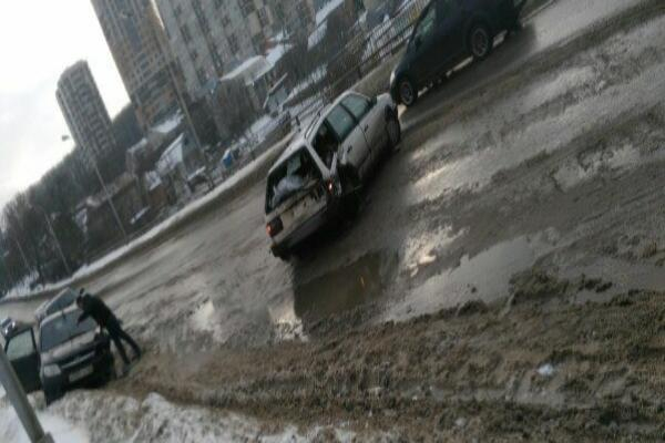 Авария на Киринском мосту в Ставрополе попала на видео