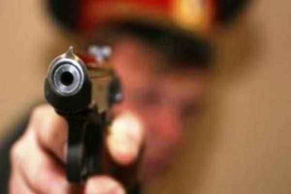 НаСтаврополье полицейский впроцессе потасовки смужчиной выстрелил ему вживот