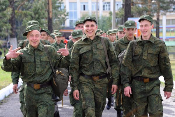 Осенью ряды армии РФ пополнят неменее 450 парней изСтаврополя