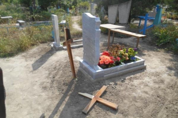 НаСтаврополье мужчина, напившись накладбище, разрушил восемь надгробий