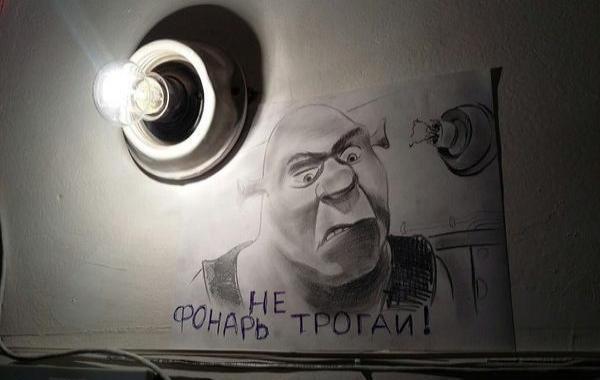 Адресованные сварливым соседям рисунки Шрека и Сталина обрели популярность в Интернете