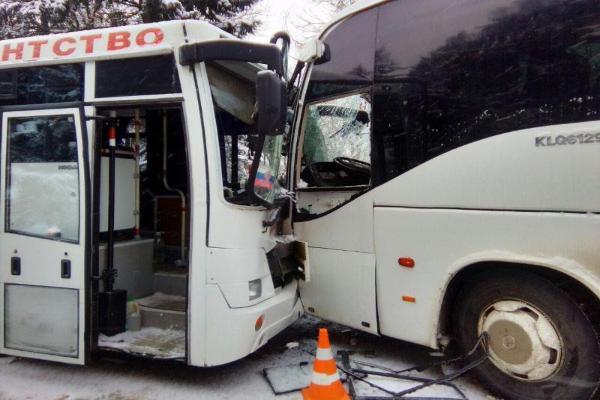 Два автобуса столкнулись вПятигорске