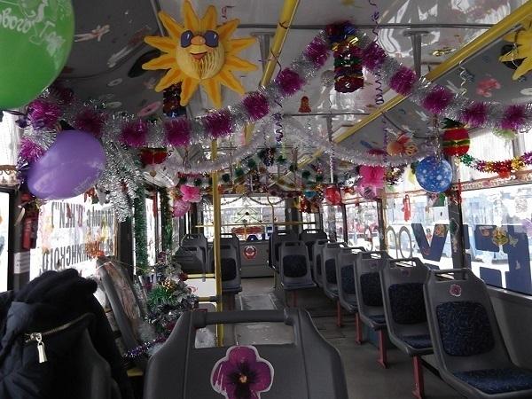 Жителям Ставрополя помогают пережить кризис троллейбус, веселая компания и губная гармошка