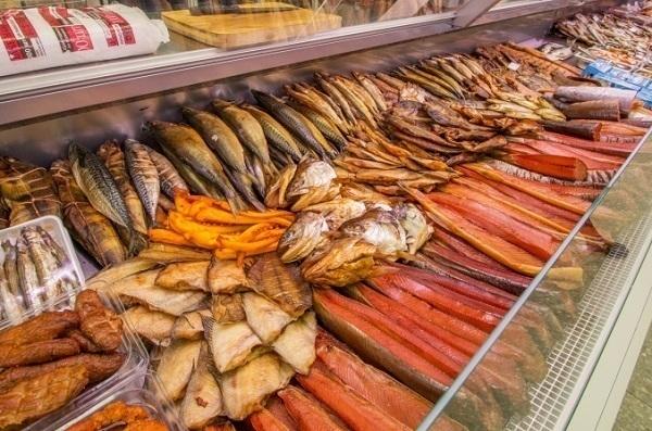 ВМихайловске 4 человека отравились вяленой рыбой, один— насмерть