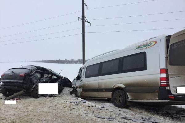 НаСтаврополье вседорожный автомобиль столкнулся спассажирским автобусом, один человек умер