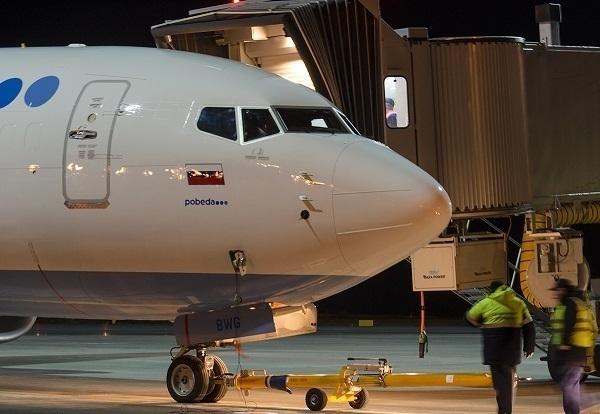 Самолет «Победы» совершил внеплановую посадку вМинводах из-за дебошира