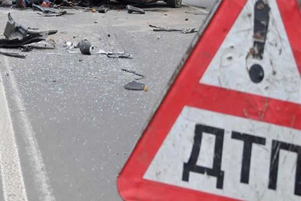 НаСтаврополье легковушка врезалась вдерево, пострадала шофёр