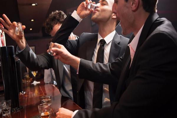В 13 заведениях Ставрополя продавали алкоголь в запрещенное законом время