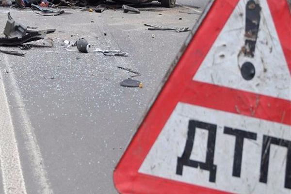 НаСтаврополье легковушка столкнулась с грузовым автомобилем, три человека погибли