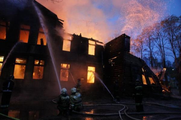 Пожарные потушили сооружение научно-исследовательской опытной станции РАН вселе Ачикулак