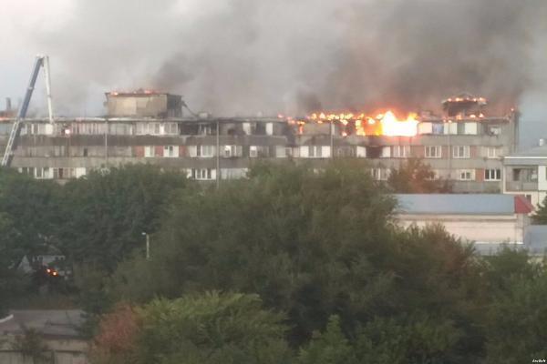 ВЕссентуках произошел сильный пожар всемиэтажном доме