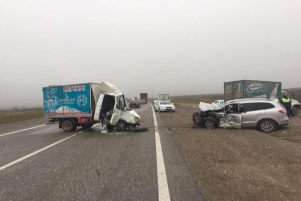 Натрассе «Минеральные Воды— Кисловодск» грузовой автомобиль протаранил иномарку