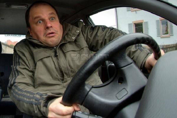 Пьяный водитель из Невинномысска избил сотрудника полиции при эвакуации его авто