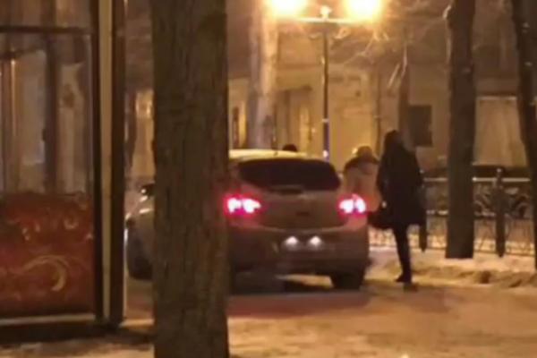 Автохам на «Тойоте» проехался по пешеходной зоне в центре Пятигорска