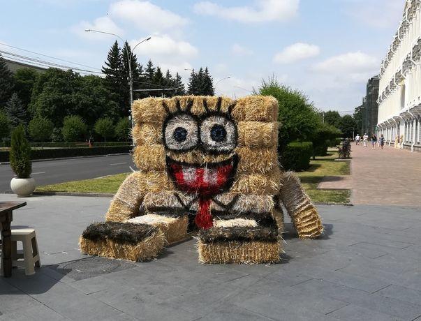 Гигантский Спанч Боб появился на улице в центре Ставрополя