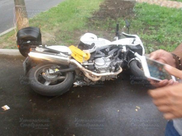 «Семерка» сбила мотоциклиста в Ставрополе