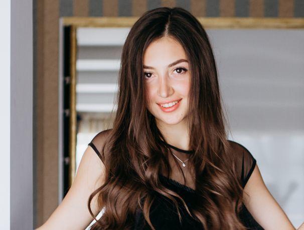 «Я ненавижу спорт, но люблю петь и фотографировать», - участница «Мисс Блокнот» Анастасия Шибилова