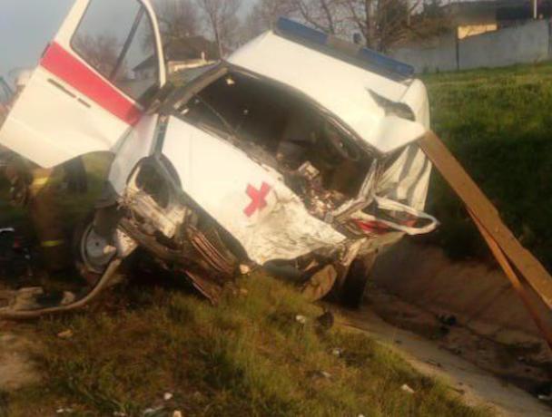 Скорая помощь разбилась всмятку на Ставрополье, водитель погиб
