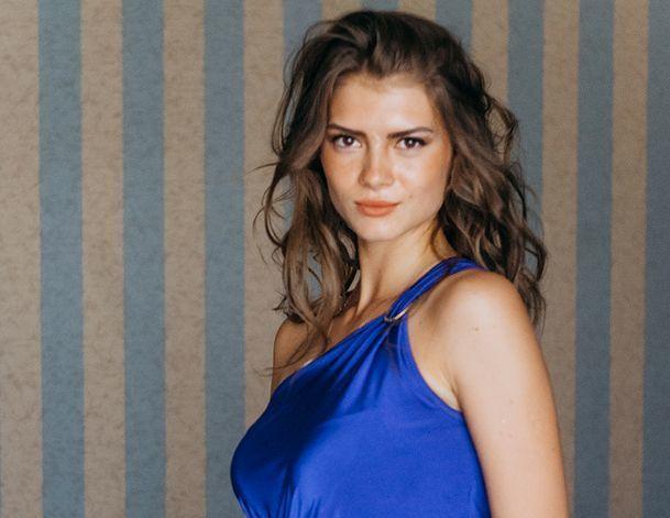 «Лежала под танком, прыгала с парашютом, стреляла из автомата», - участница «Мисс Блокнот» Валерия Лодыгина