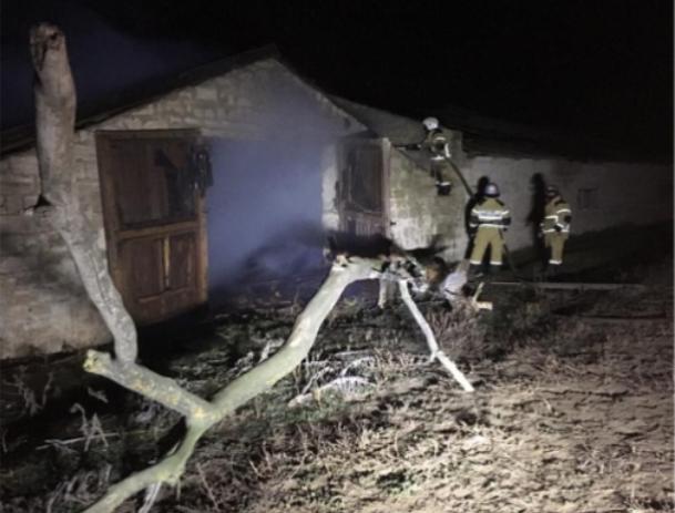 В Ставропольском селе потушили крупный пожар