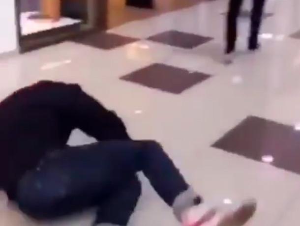 «Руки базуки» снимает пранки в торговом центре Пятигорска