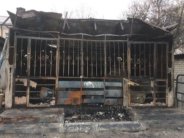Частный магазин сгорел в ночном пожаре в Ессентуках