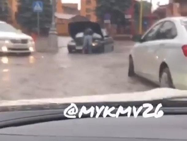 «Пятигорск поплыл»: затопленные улицы города курорта попали на видео