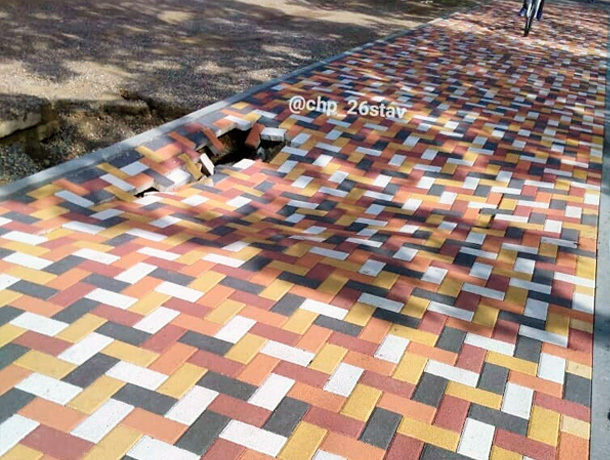 Новый тротуар провалился вСтаврополе