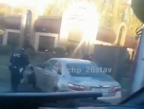 ДТП с участием маршрутки попало на видео в Ставрополе