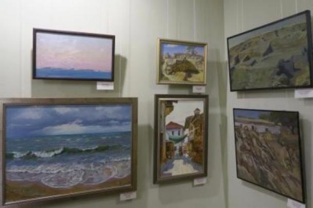 Картины художника из Ставрополья представлены на выставке в Крыму