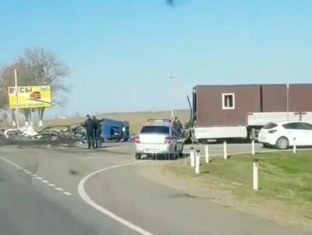 Ставрополец погиб в страшном столкновении двух фур на Кубани