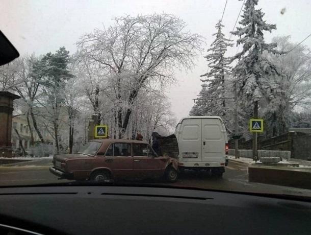 Наперекрестке вцентре Кургана столкнулись два фургона