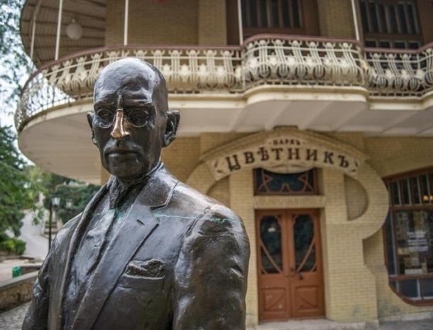 ВПятигорске вандалы повредили скульптуру Кисы Воробьянинова