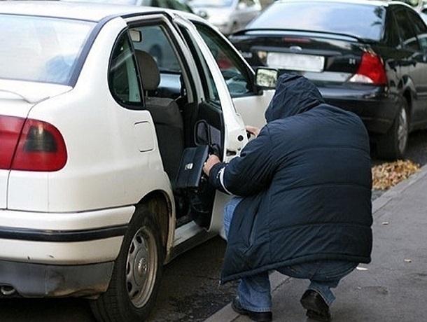 Больше двух миллионов рублей украли воры из дорогих авто на Ставрополье