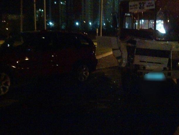 Пять человек, в том числе ребёнок, пострадали в ДТП с пассажирским автобусом и «БМВ» в Ставрополе