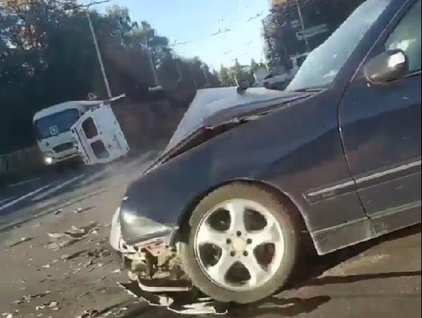 «Скорая» перевернулась в ДТП и попала на видео в Ставрополе